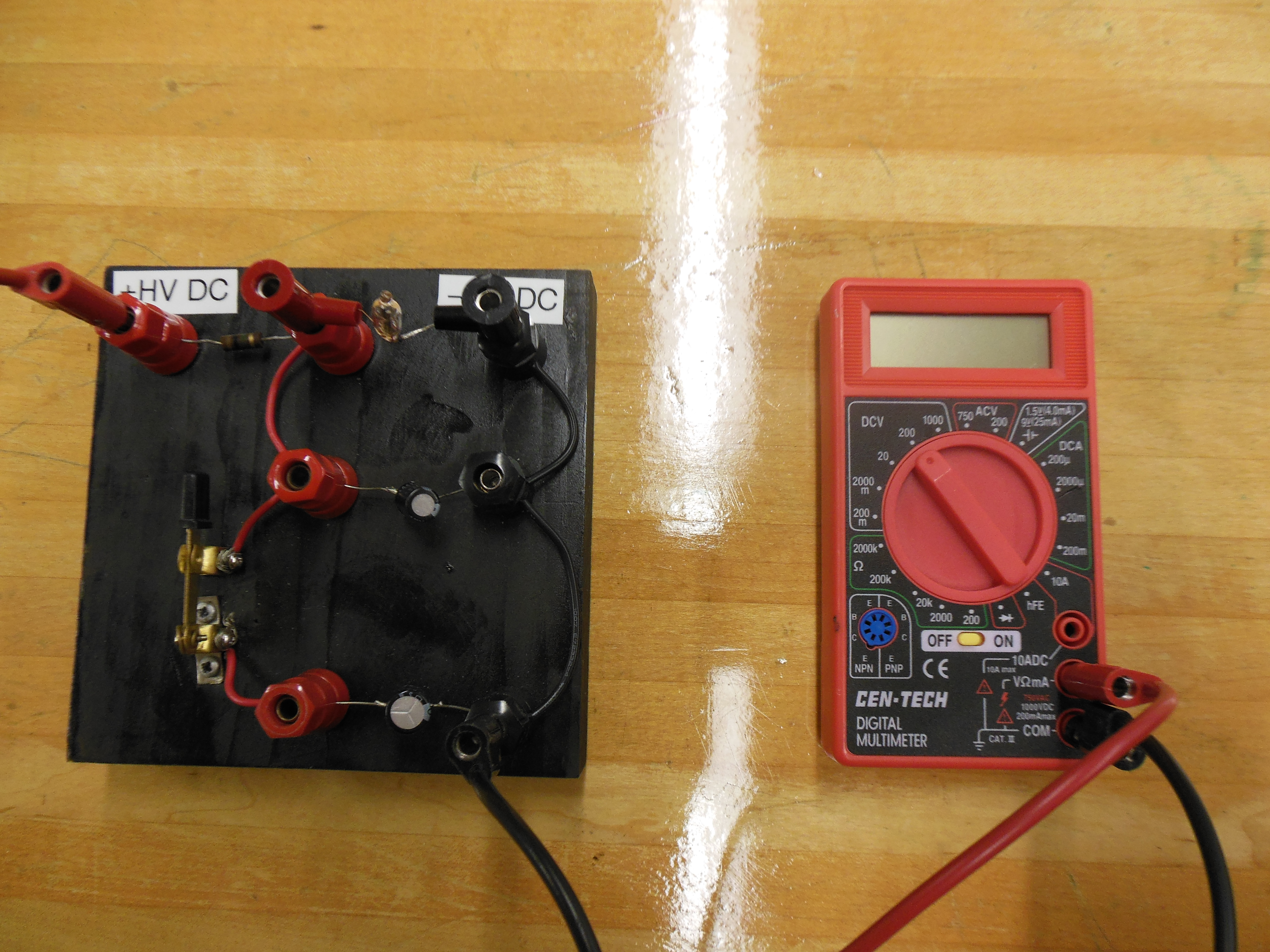 Flashing Neon Bulb Rc Circuit Physics Lecture Demo Simplest Lamp Flasher Electronic Circuits And Diagram Note For Instructors This May Be Easily Customized By Replacing The Capacitors With Larger Or Smaller Ones To Increase Decrease Flash Interval